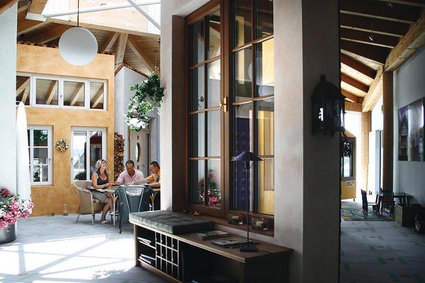 75 jahre kneer s dfenster mit begeisterung in die spitzengruppe bm online. Black Bedroom Furniture Sets. Home Design Ideas