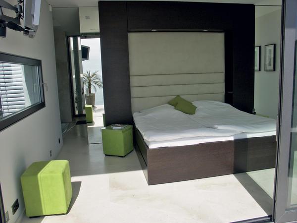 die tischlerei resch realisiert den innenausbau einer villa an der c te d azur ber den d chern. Black Bedroom Furniture Sets. Home Design Ideas