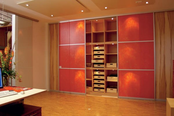 thomas lux und michael wild profitieren mit ihrem unternehmen w2 m bel von der ffnung der eu. Black Bedroom Furniture Sets. Home Design Ideas
