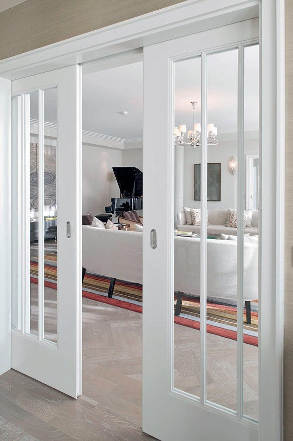 t ren f r das f nf sterne haus the charles neue sterne f r m nchen bm online. Black Bedroom Furniture Sets. Home Design Ideas