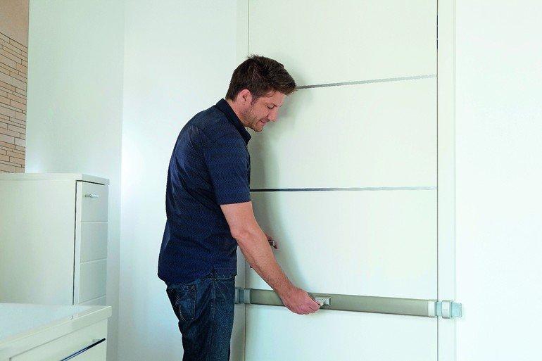 mechanischer schutz an haus und wohnungseingangst ren ein riegel f r die t r bm online. Black Bedroom Furniture Sets. Home Design Ideas