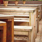 Christian Voss macht Möbel aus alten Gerüstbohlen. Der Kuhfuß ist ...