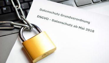 Datenschutz_Sicherheit_Kette_mit_Schloß_im_Internet_