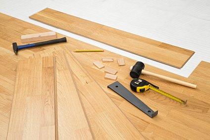bodenbelag mit gestaltungsfreiheit laminat als beliebter. Black Bedroom Furniture Sets. Home Design Ideas