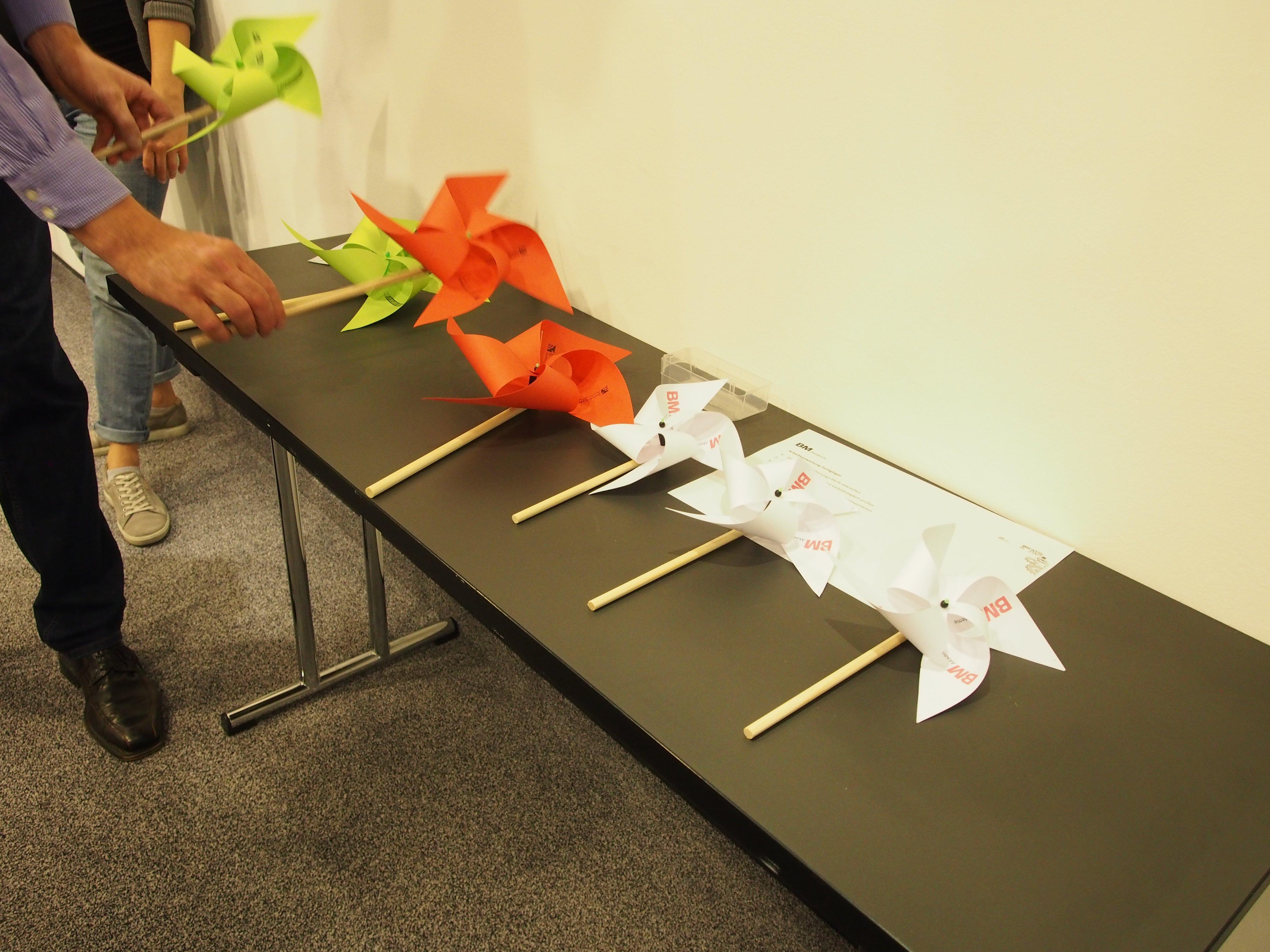 ... kleine Windräder herzustellen. Die einzelnen Arbeitsschritte lassen sich auf jede Tischlerei übertragen.