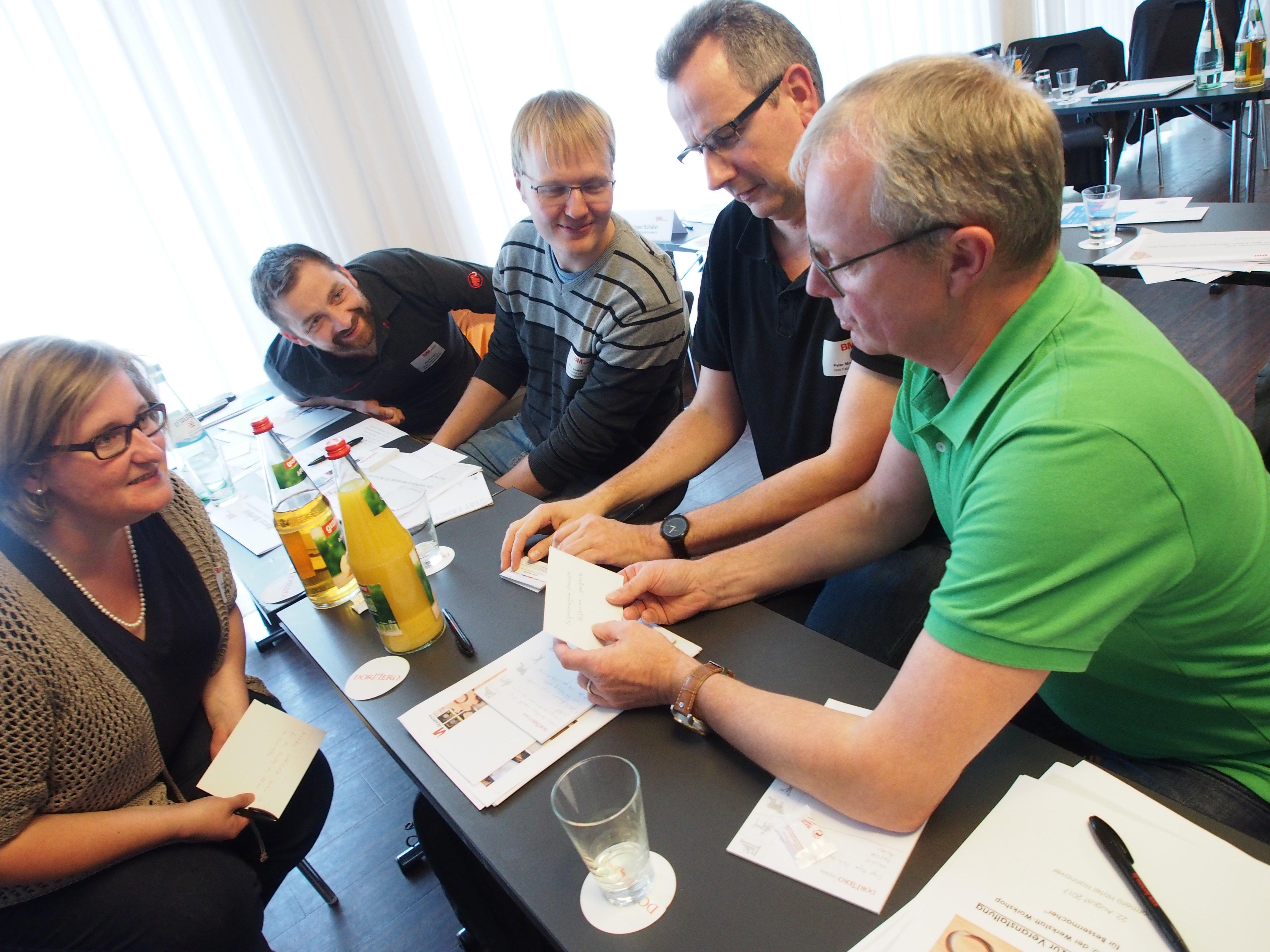 In der abschließenden Bienenstockübung konnten die Teilnehmer zahlreiche Fragen aus der Praxis stellen und das Netzwerk ihrer Kollegen anzapfen.