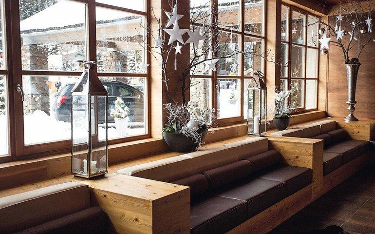 Beautiful_modern_wooden_interior_at_Alpine_ski_resort