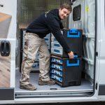 3/ WorkMo ist gut transportierbar. Einmal ineinander arretiert, bieten die gestapelten Elemente sicheren Halt. Dank eines zusätzlichen Rollbrettes lassen sie sich leicht auf die Baustelle bringen.