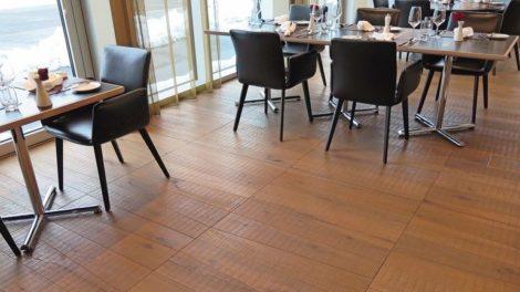 Titelbild_Rustikales_Parkett_in_Restaurant.jpg