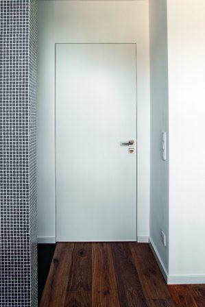 architektenpaar setzt auf wandintegrierte t relemente filigrane zarge bm online. Black Bedroom Furniture Sets. Home Design Ideas