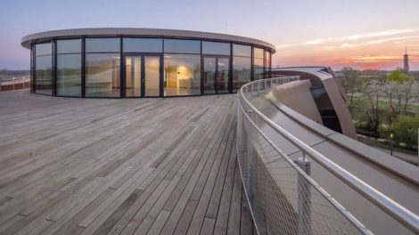 This_image_shows _the_Rooftop_Terrace_of_the_ESO_Supernova_Planetarium_&_Visitor_Centre_at_sunset.__The_roof,_which_weighs_almost_30_tonnes,_consists_of_glass_panels_set___into_a_metal_framework_made_of_262_triangular_sections,_artistically__arranged_to_r